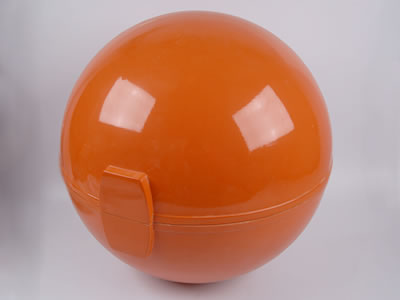 Warning sphere is designed of bright colors, so it can be used to warn aircraft pilots in daytime and nighttime.